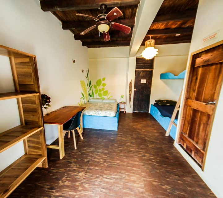 Beachfront room - Free Yoga @ La Casa (Coco)