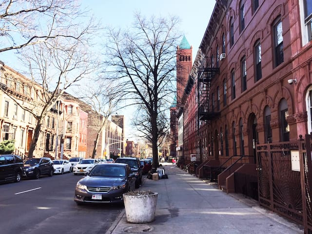 Spacious, Homy 2 Bedroom Brownstone in Bed Stuy - Brooklyn - Apartment