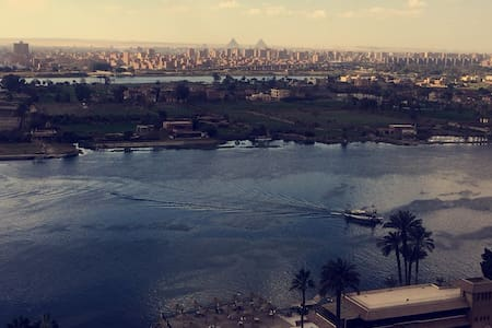 BREATHTAKING NILE VIEW & PYRAMIDS