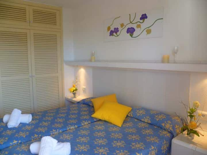 Apartment 1 bedroom up to 4 pax near the sea