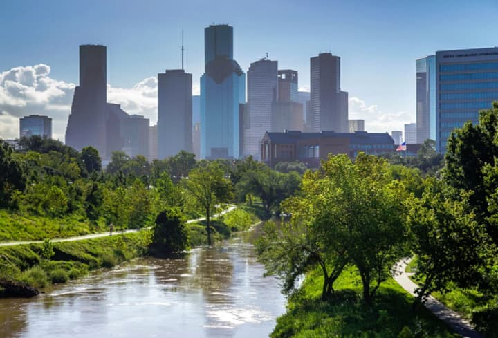 by downtown/bars/Houston's famous bayou and more!