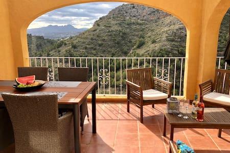Casa Montaña - best mountain view & pool nextdoor