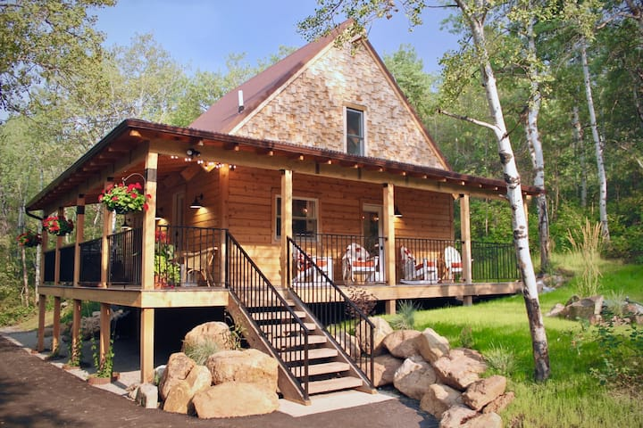 Rustic Elegance,  new cabin minutes from Bozeman