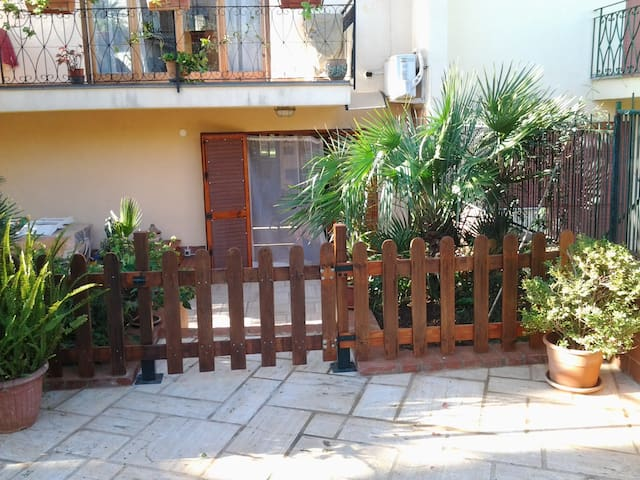 appartment in villa, 8mins from the airport