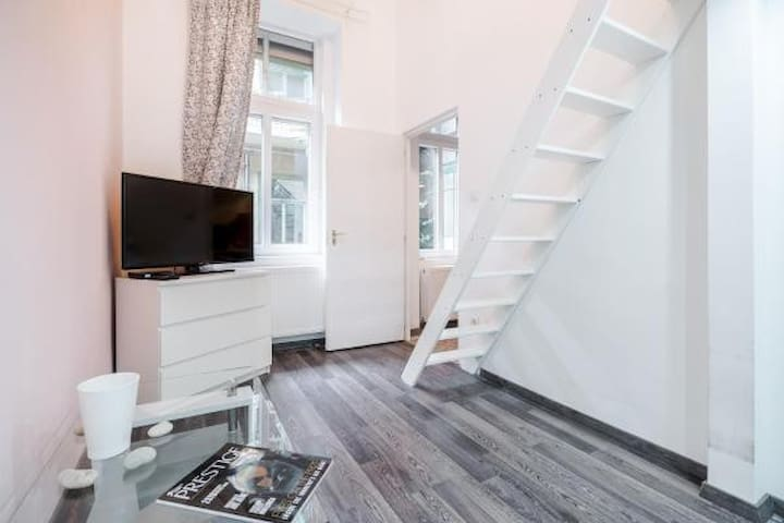 Well-equipped downtown loft next to Keleti station