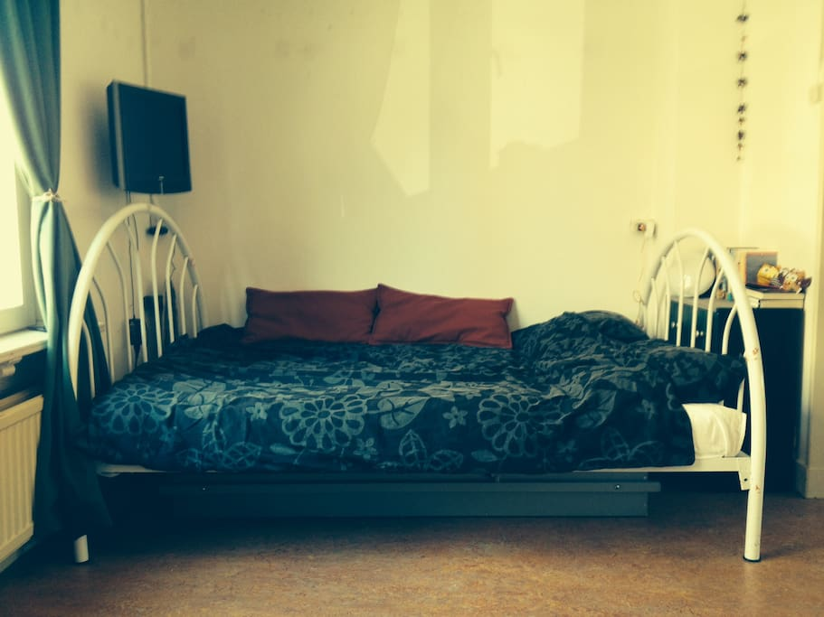 The bed (private)