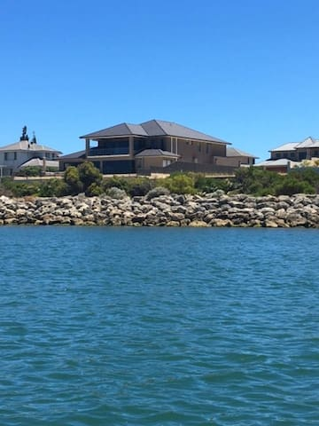 Mansion on the Water - Wannanup - Hus