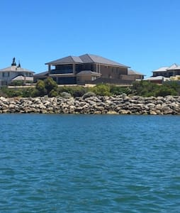Mansion on the Water - Wannanup - Dom