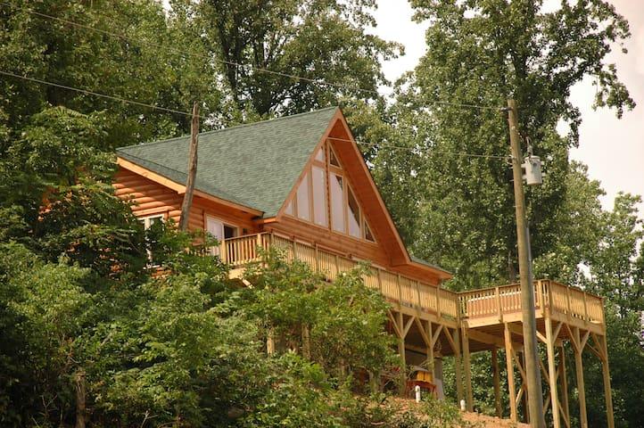 A BUCKS PEAK Log Cabin Get Away - 90 Min from DC!
