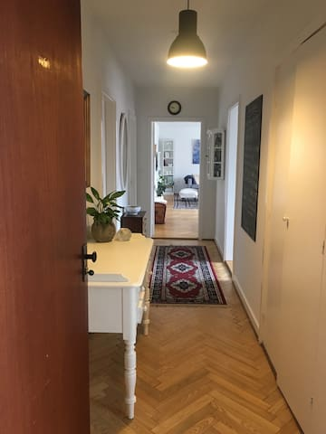 Spacious & central to H.C.A's house - Odense - Apartment