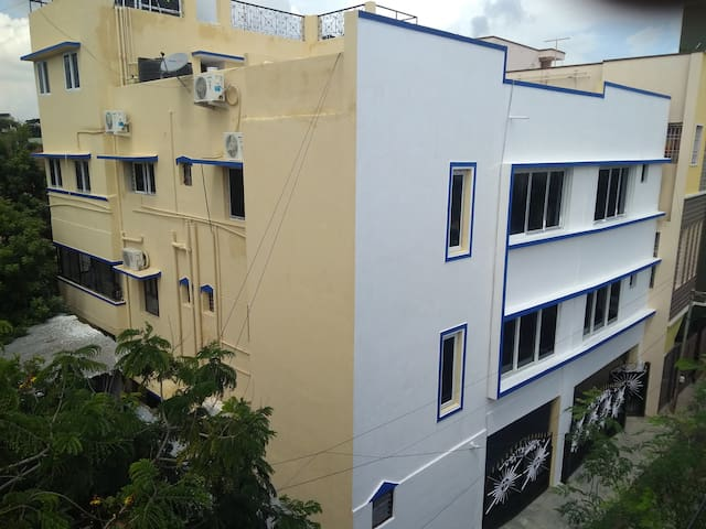 Neat clean 2 bhk centrally located