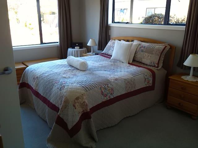 Guests queen bed.