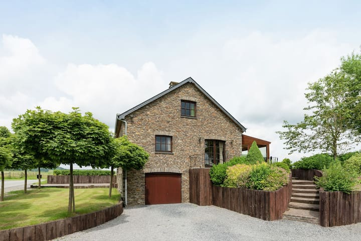 Nice villa, renovated 2015, large garden, quiet location, 10km from Houffalize