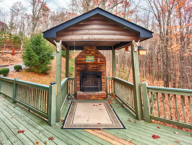 AMAZING VIEW; 5 MILES TO DOWNTOWN; PET FRIENDLY - Blue Ridge - Cabin