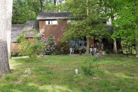 Charming and country rustic close to beaches.