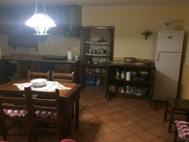 Soggiorni stellati - San Costantino - Huis