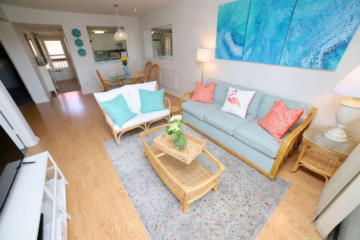 Oceanside Condo w/ Pools, Jacuzzis, Steps to Beach