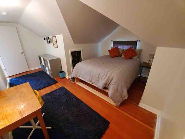 Upstairs bedroom. 1 Queen