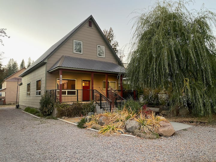 """""""Willow House"""" Newly remodeled, downtown McCloud"""