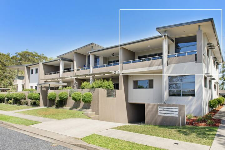Suibhne - modern unit opposite river; 14/63-65 The Parade, North Haven NSW
