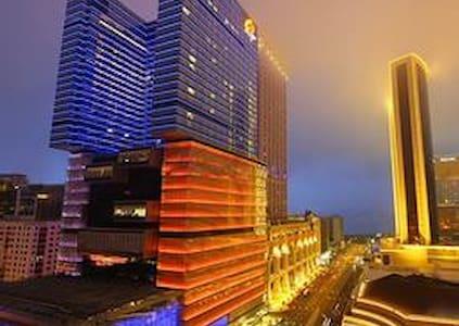 拱北关口/珠海高铁站旁,顶层复式公寓/空中花园,1.5米温馨大床房(星际) - Flat