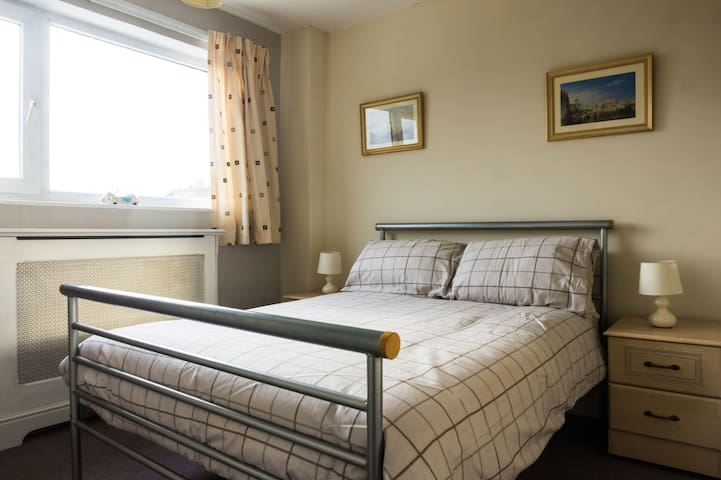 1/F Double Ensuite, 5 mins from station and river