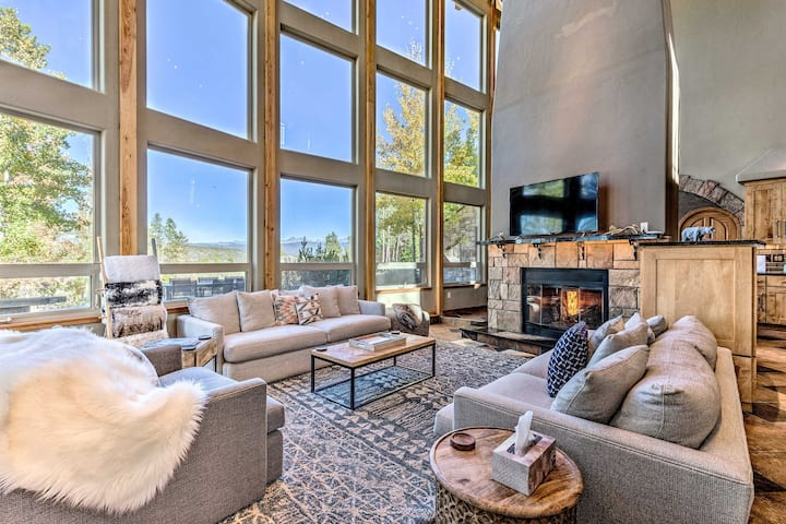Winter Park/Granby Chalet w/ Mtn View & Hot Tub!