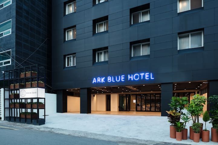 [ARK BLUE HOTEL] 여성 도미토리 8인실