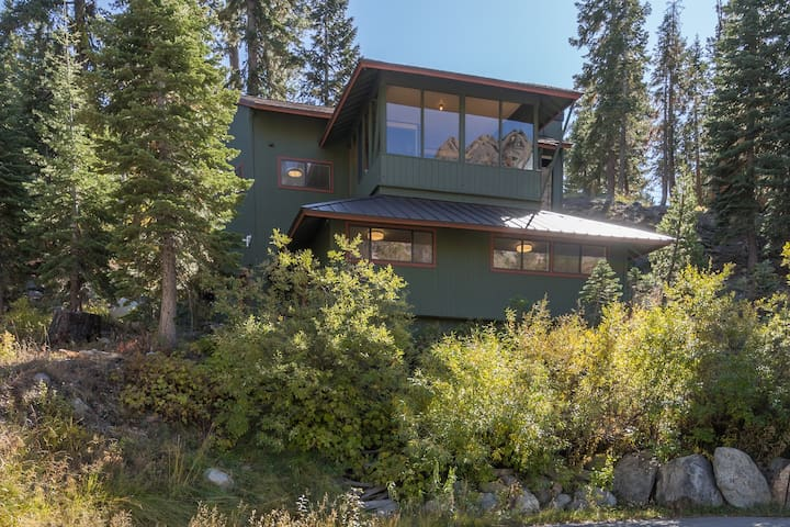 4-BR's - Alpine Meadows Mountain Views & Hot Tub!