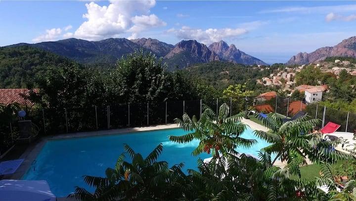 F2 avec terrasse privée et accès piscine et jardin