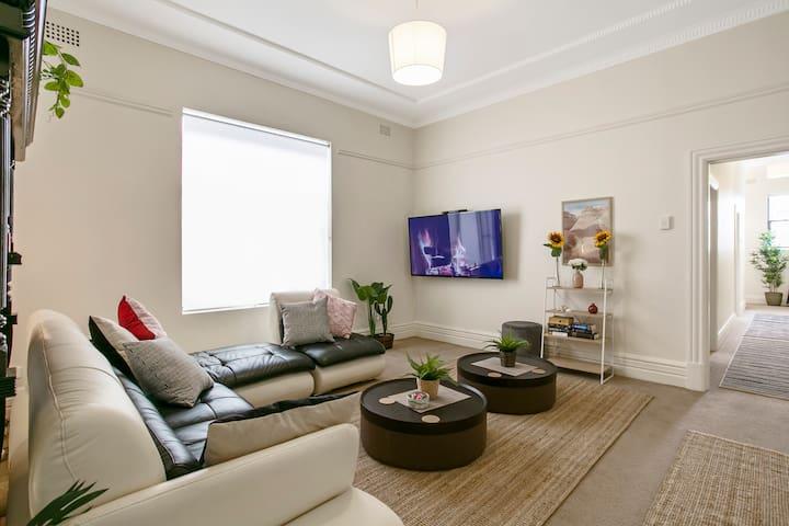 """Living room 65"""" smart TV & DVD"""