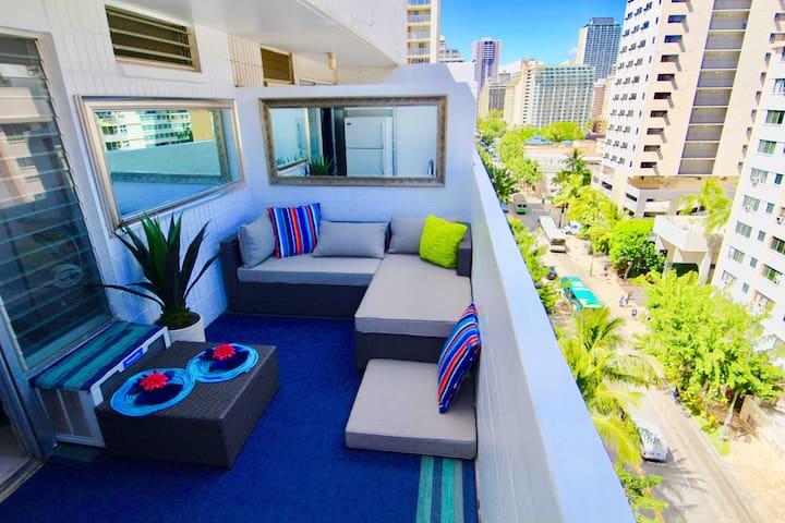 1Block to Waikiki Beach w/Cozy Lanai huge balcony