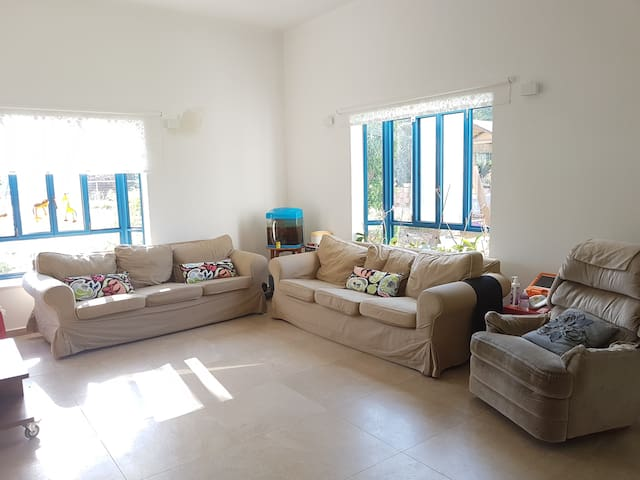 Beautiful Vila in the village with huge garden. - kfar hess - Casa de campo