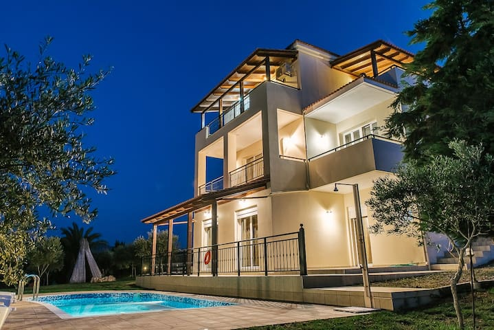 5 bedroom sea view villa with pool, sleeps 10