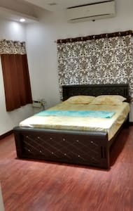 Cozy stay near Taj Coromandal Hotel - Room No.2 - Lakás