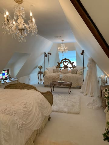 Swing Bed in the Champagne Suite