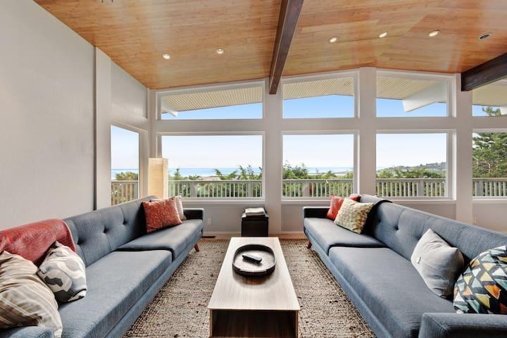 New listing! Modern home w/ ocean views, deck & gourmet kitchen - dogs OK!