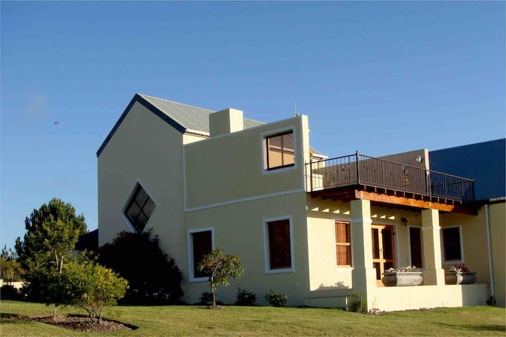 Wild Peacock Farm Guest Suite B&B in the Winelands