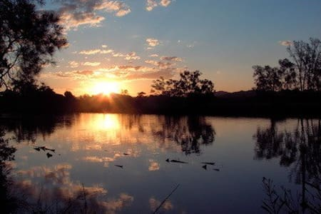 Quiet stunning views river frontage - Urunga