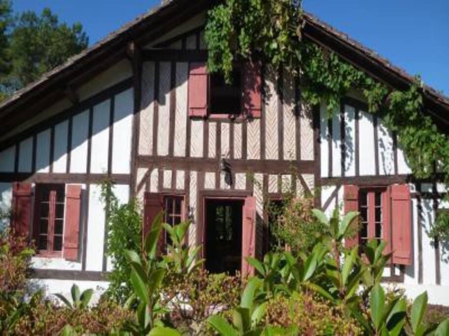 Notre maison landaise, en haut, fenêtre de la suite