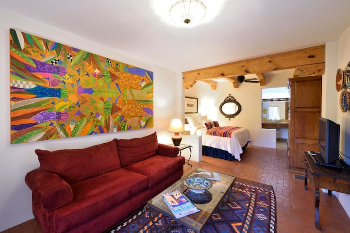 Beautiful Suite-1/2 mi from Santa Fe Plaza