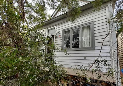 Tea Tree Cottage, Clifton Hill