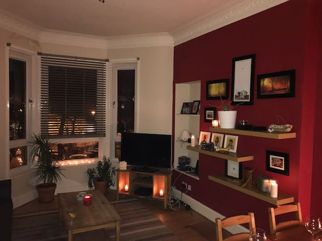 Lovely modern 2 bedroom flat. - Glasgow - Apartment