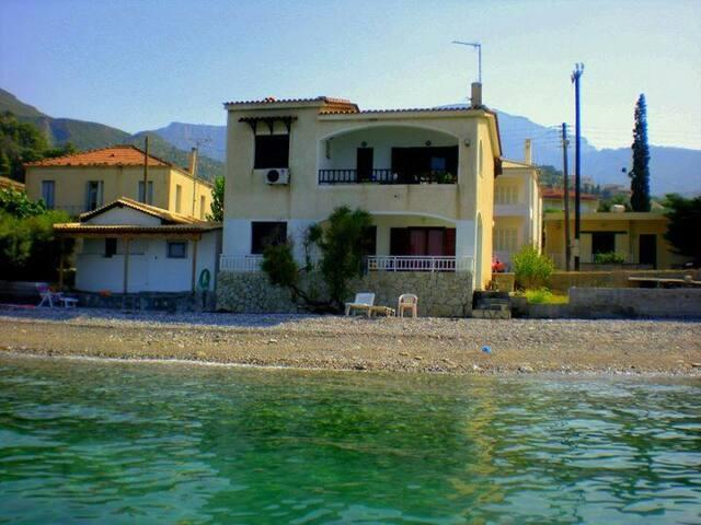 Seaside house at derveni
