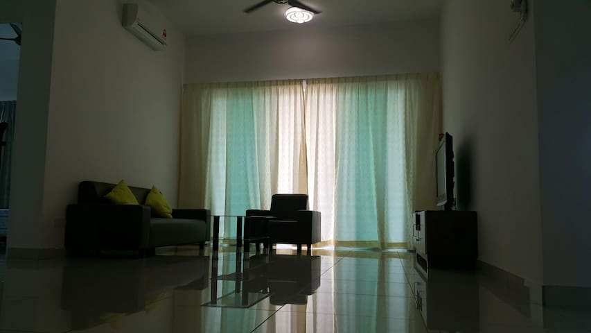Puchong Family Home with Spacious 3 Bedroom - Puchong