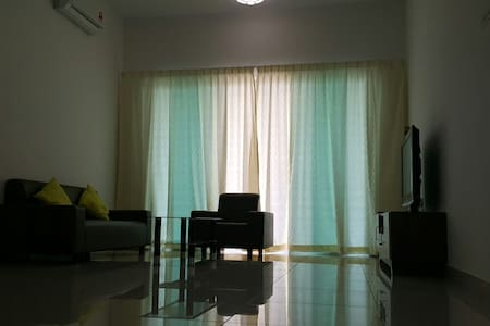 Puchong Family Home with Spacious 3 Bedroom - Puchong - Diğer