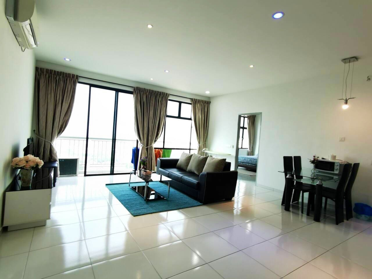 High floor spacious living room with Cozy ambience and lighting