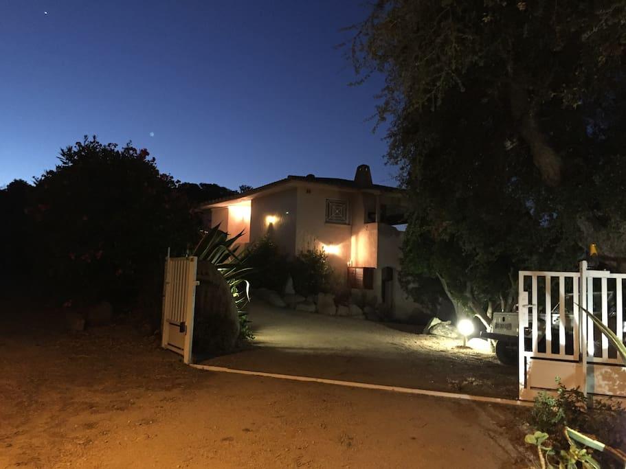 Entrée villa (portail automatique)