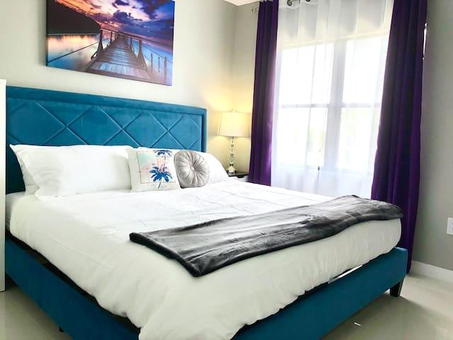 (E2505U) *NEW* 5 Beds*Pool*Lake*Near Universal