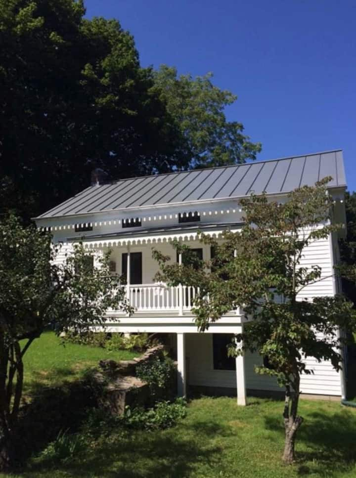 BANGALL HOUSE:  Hudson Valley Charmer #1